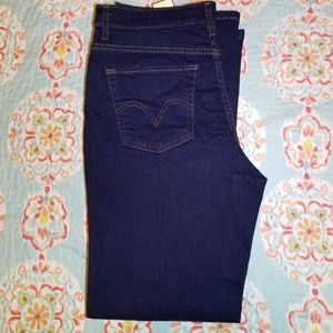 NWT Levi's Perfectly Slimming Size 14 Short